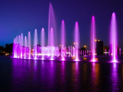 Multimedia Fountain Park in Warsaw Is a Delightful Summer Attraction